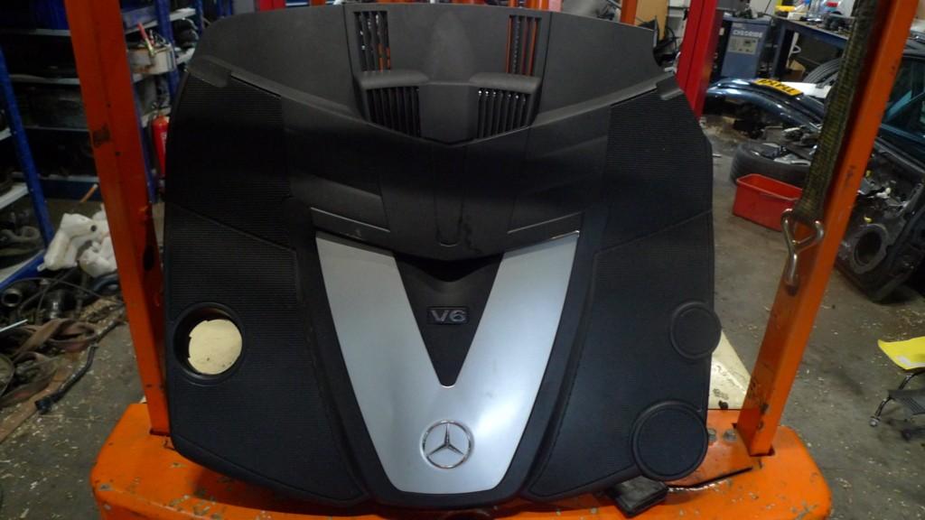 Afdekkap over motor Mercedes 203 E320CDI V6