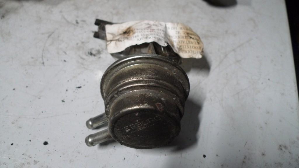 Benzinepomp Mercedes 115/123 aan motorblok  Pierburg div soorten zie foto's