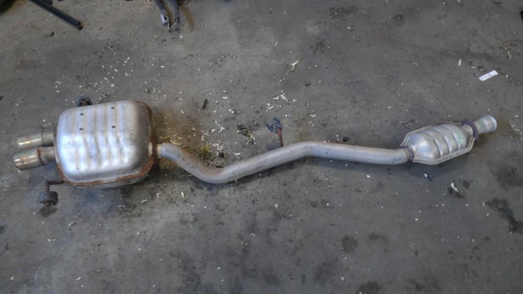Uitlaat Mercedes 203 C200 compressor Sportcoupé midden + achter A2034905821 nette uitlaat niet origineel