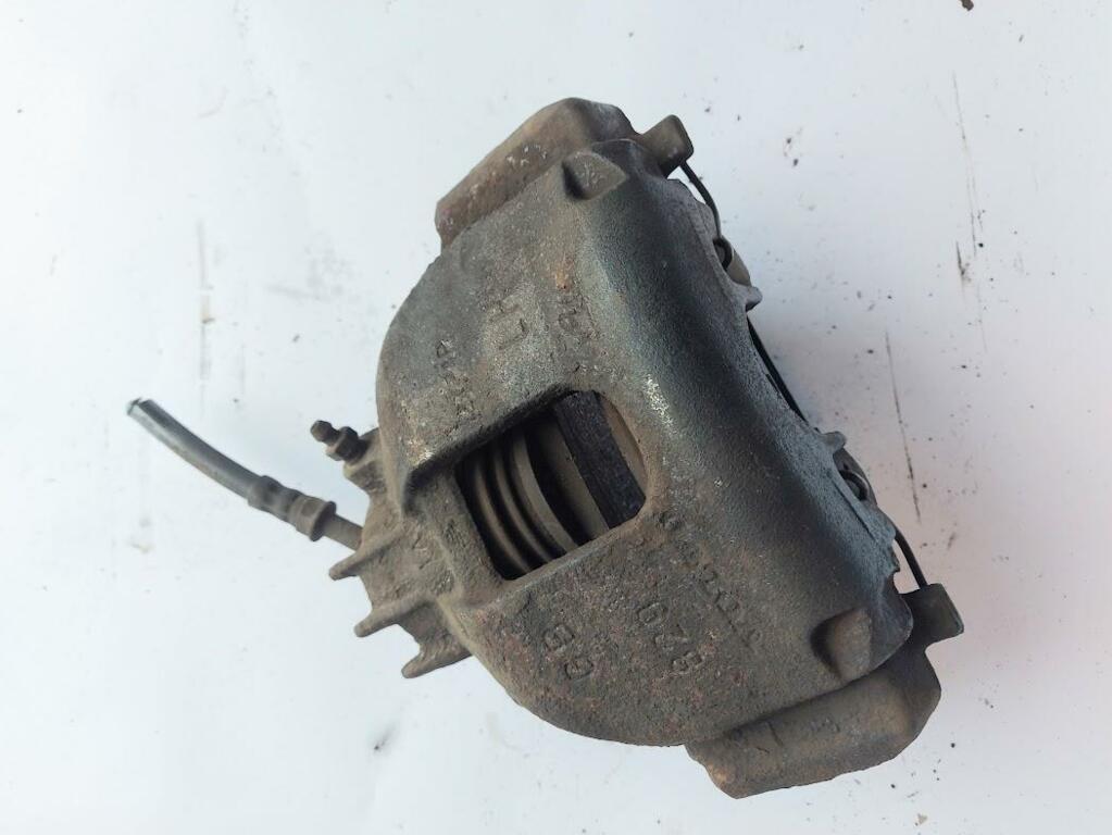 Remklauw links voorVolvo S60 I 2.4 T ('00-'09)8251315