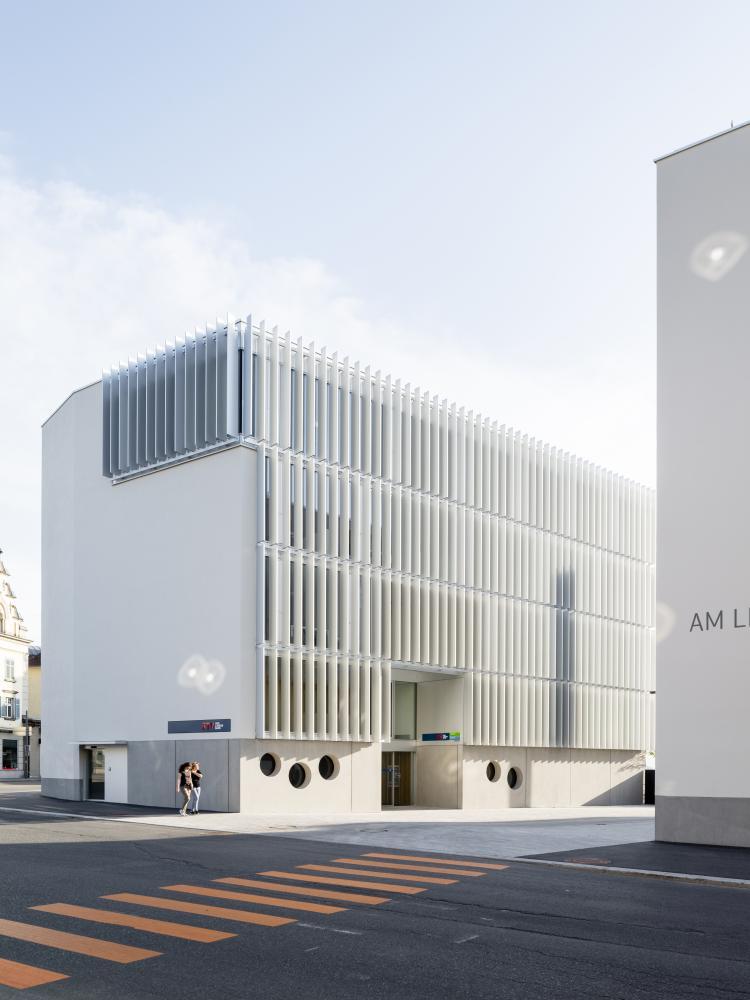 Außenfassade Bankhaus BTV in Dornbirn