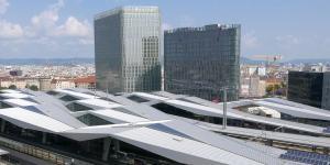 The Icon Vienna mit dem Wiener Hauptbahnhof