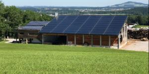 Solaranlage am Dach eines Hauses