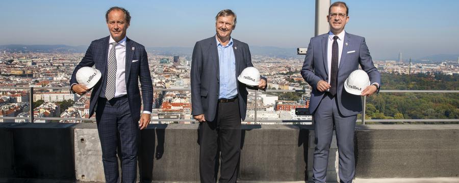 Drei Männer auf der Baustelle