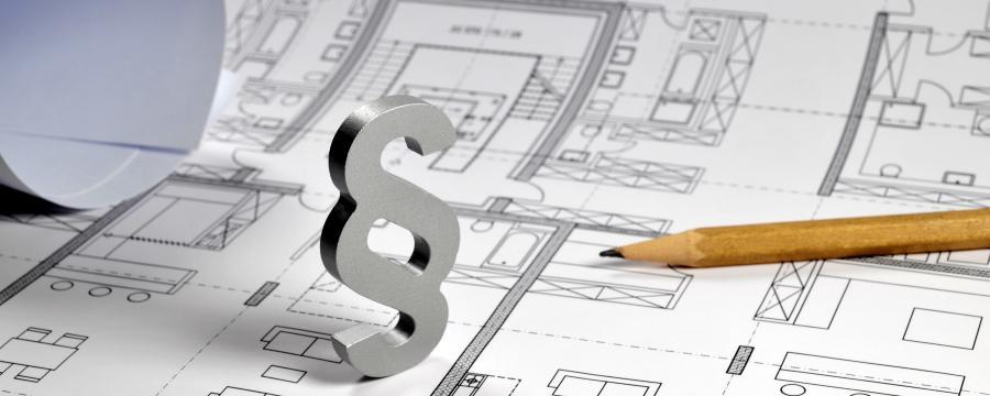Paragraphenzeichen auf Bauplan