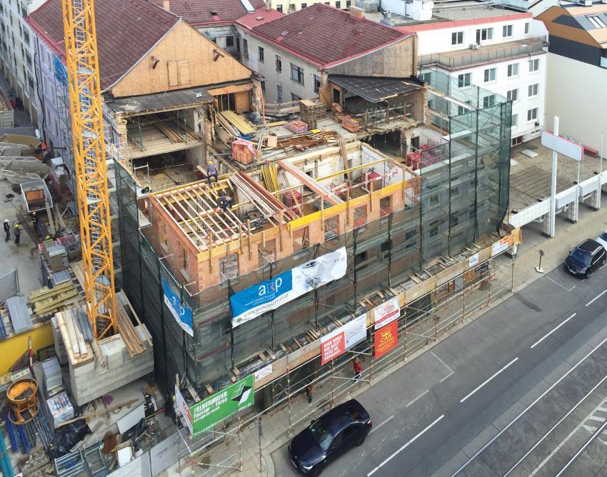 Baustelle in einer Baulücke