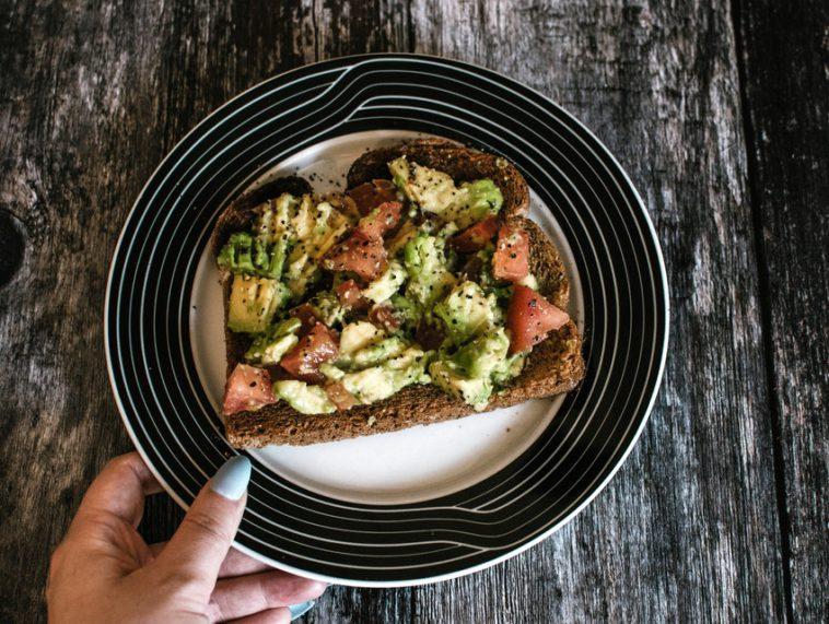 Pratik, Az Kalorili ve Sağlıklı Atıştırmalıklar
