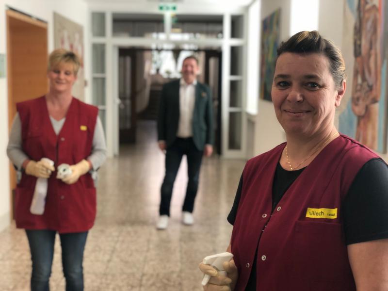 Ein Besuch im Krankenhaus: Das Personal vor den Vorhang