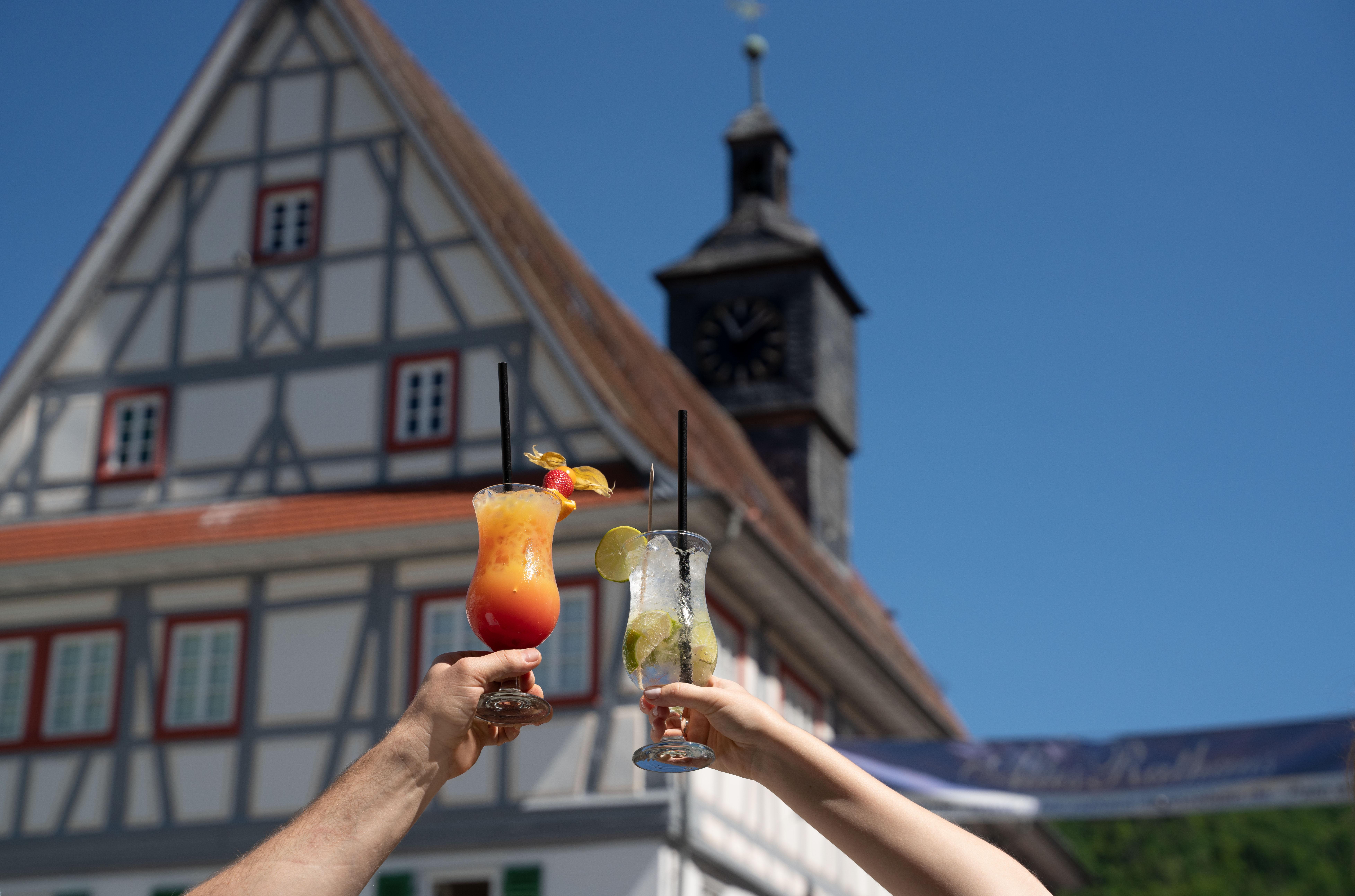 """Mit dem Slogan """"Sommer in der Stadt"""" wirbt Künzelsau für die Veranstaltungen rund um ihre Sandstrände. (c)Olivier Schniepp/Stadt Künzelsau"""