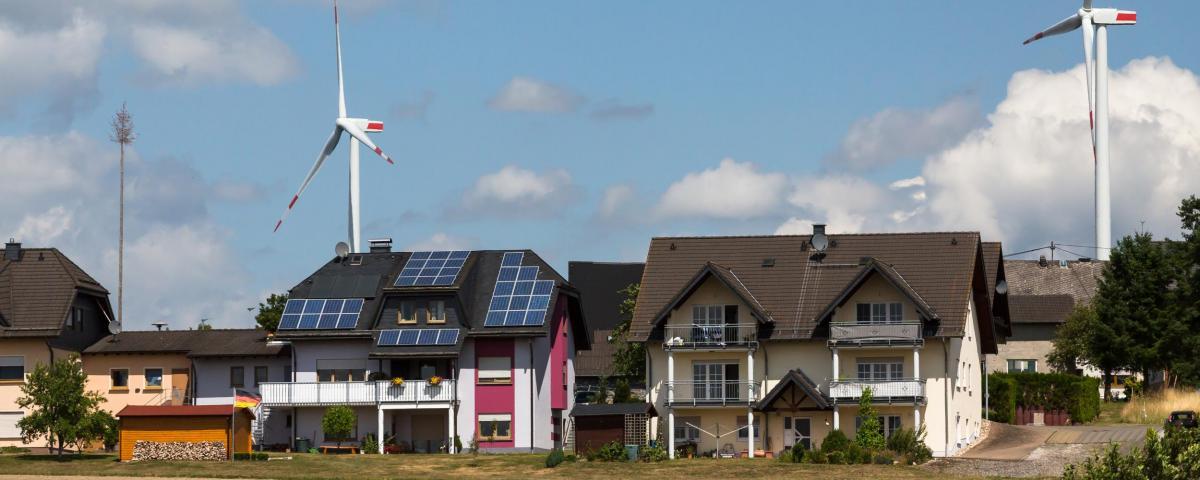 Photovoltaik und Windkraft - Laut Klimaschutzgesetz sollen sie bald zwei Prozent der Fläche Baden-Württembergs ausmachen.