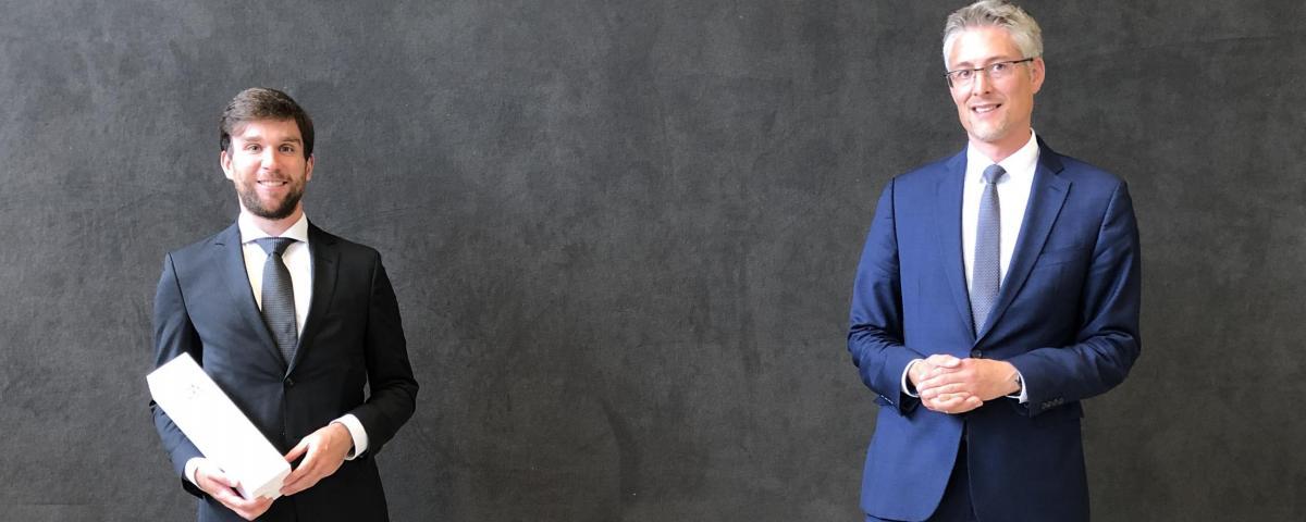 Der scheidende Gt-service-Geschäftsführer Fabian Müller mit Gemeindetagspräsident Steffen Jäger