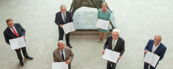 Nach der Unterzeichnung des Stabilitäts- und Zukunftspakts