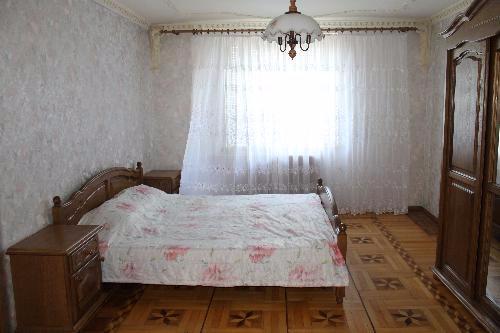 Трехкомнатная квартирапосуточно в Сергеевке, ул. Школьная, 4. Фото 1