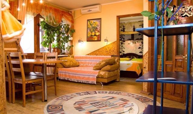 Трехкомнатная квартирапосуточно в Одессе. Малиновский район, ул. Болгарская, 22. Фото 1