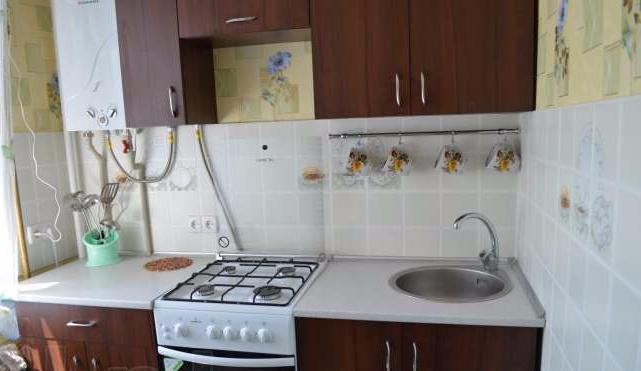 Двухкомнатная квартирапосуточно в Керчи, ул. Комарова, 2