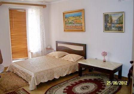 Однокомнатная квартирапосуточно в Одессе. ул. Дерибасовская, 31. Фото 1