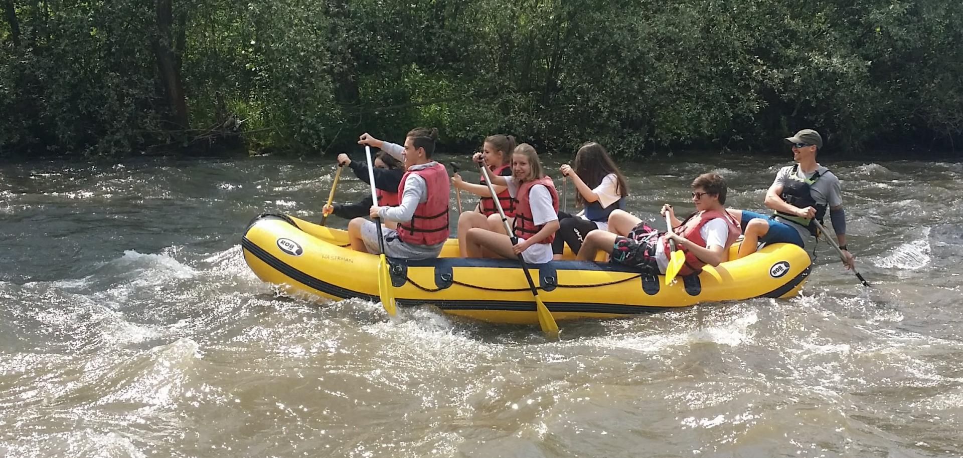Easy rafting trip on river Hron for family, friends or teambuilding.
