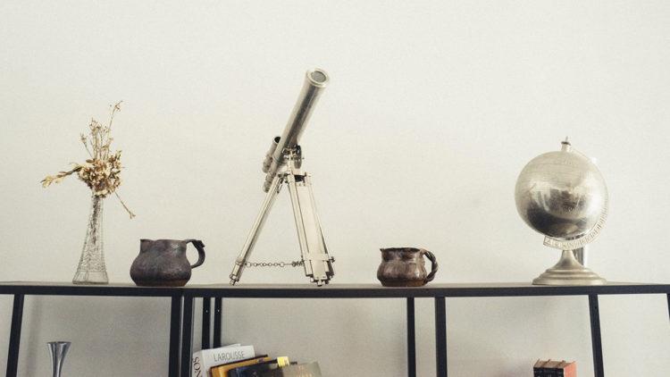العلوم، تبسيط العلوم، تلسكوب، كرة أرضية