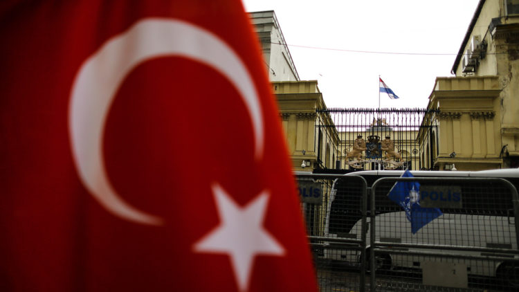 وزيرة الأسرة التركية، هولندا، القنصلية الهولندية