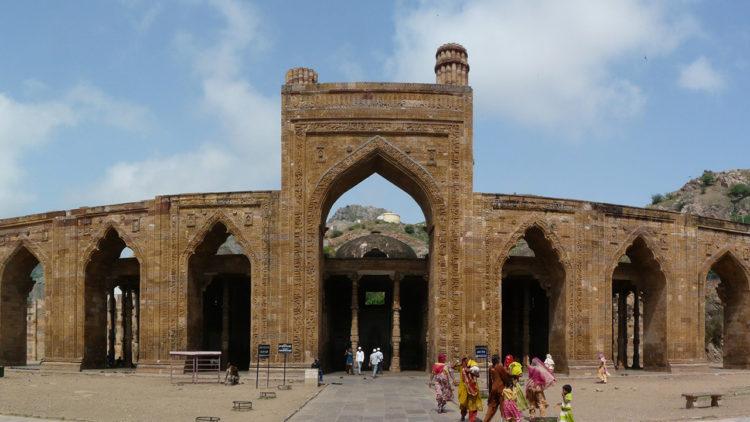 مسجد «أدي دين كا جانبرا»، أجمير، الهند