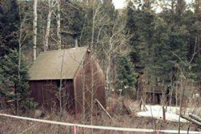 مقصورة تيد كازينسكي في غابة مونتانا