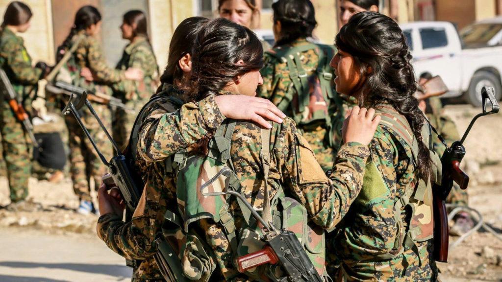 مقاتلات من قوات «حماية الشعب»