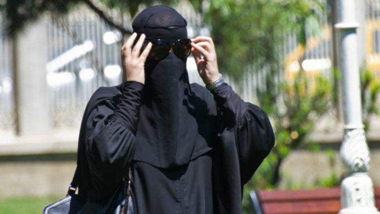 نقاب, تجارب ارتداء النقاب, فرنسا, مسلمات فرنسا