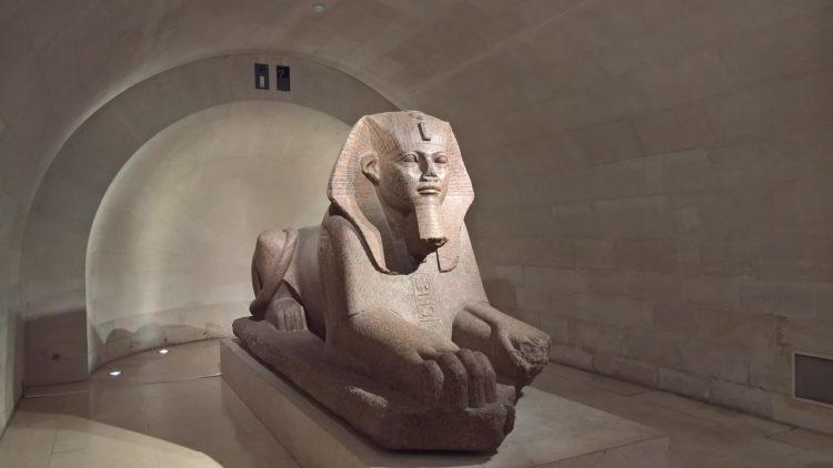 الآثار المصرية في متحف اللوفر في فرنسا