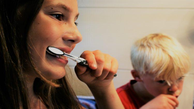 تنظيف الأسنان, أطفال, تعليم الأطفال تنظيف الأسنان
