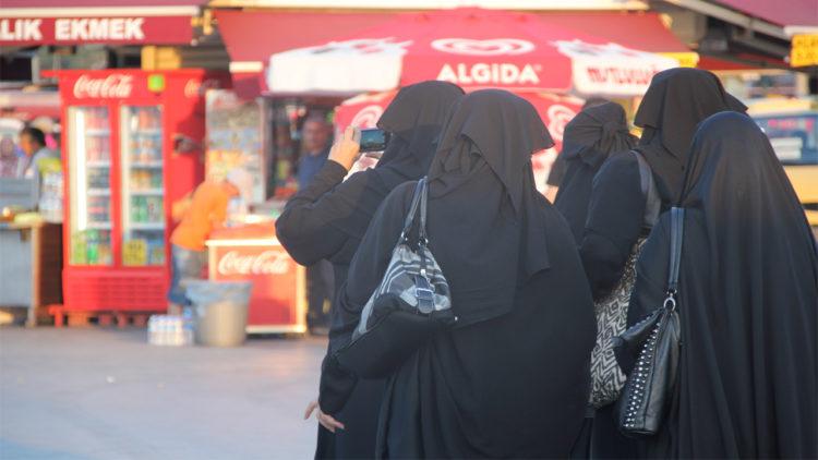 النقاب, المرأة, قضايا المرأة, الحريات