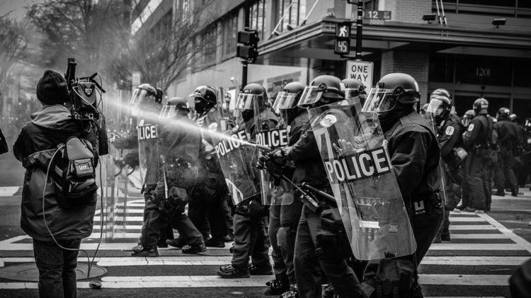 الشرطة, الطغاة, قمع, تظاهرات