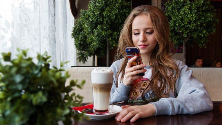 مشاركة أخبار حياتك, سوشال ميديا, فيسبوك, سلفي
