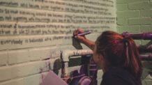 الكتابة على الجدران, الحمامات, وسائل تواصل, علم نفس