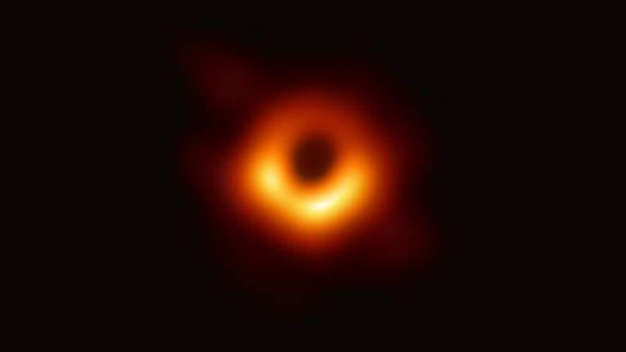 الثقب الأسود, أفق الحدث, تلسكوب, مجرة, فضاء, فيزياء, أينشتاين, هوكينج