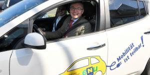 Stephan Pernkopf im Elektroauto