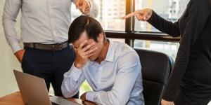 Ein Gemeindemitarbeiter verzeifelt wegen einer Amtshaftungsklage
