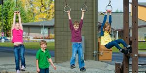 Kinder am Schulhof