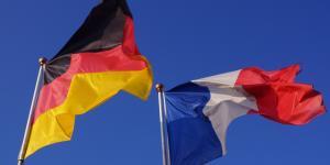 deutsche und französische Flagge