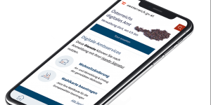 "Smartphone mit App ""Digitales Amt""."