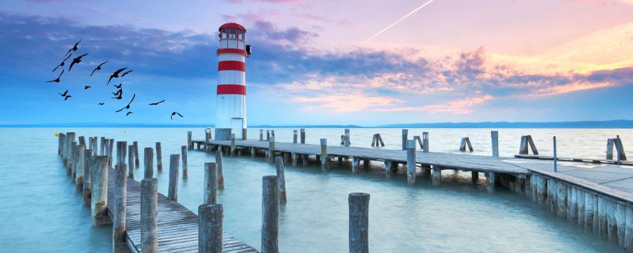 Der Leuchtturm in Podersdorf am See.