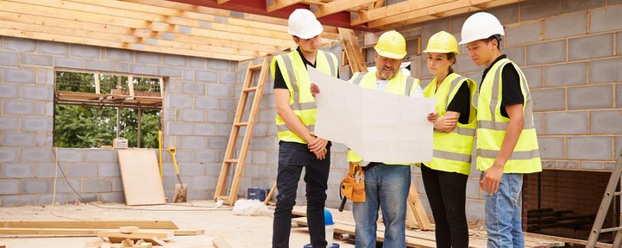 Menschen auf Baustelle