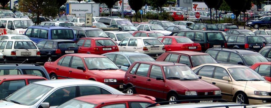 Autos auf einem Parkplatz