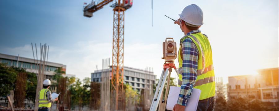 Baumeister auf einer Baustelle