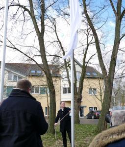 Bürgermeister Bodo Oheme hisst die weiße Flagge