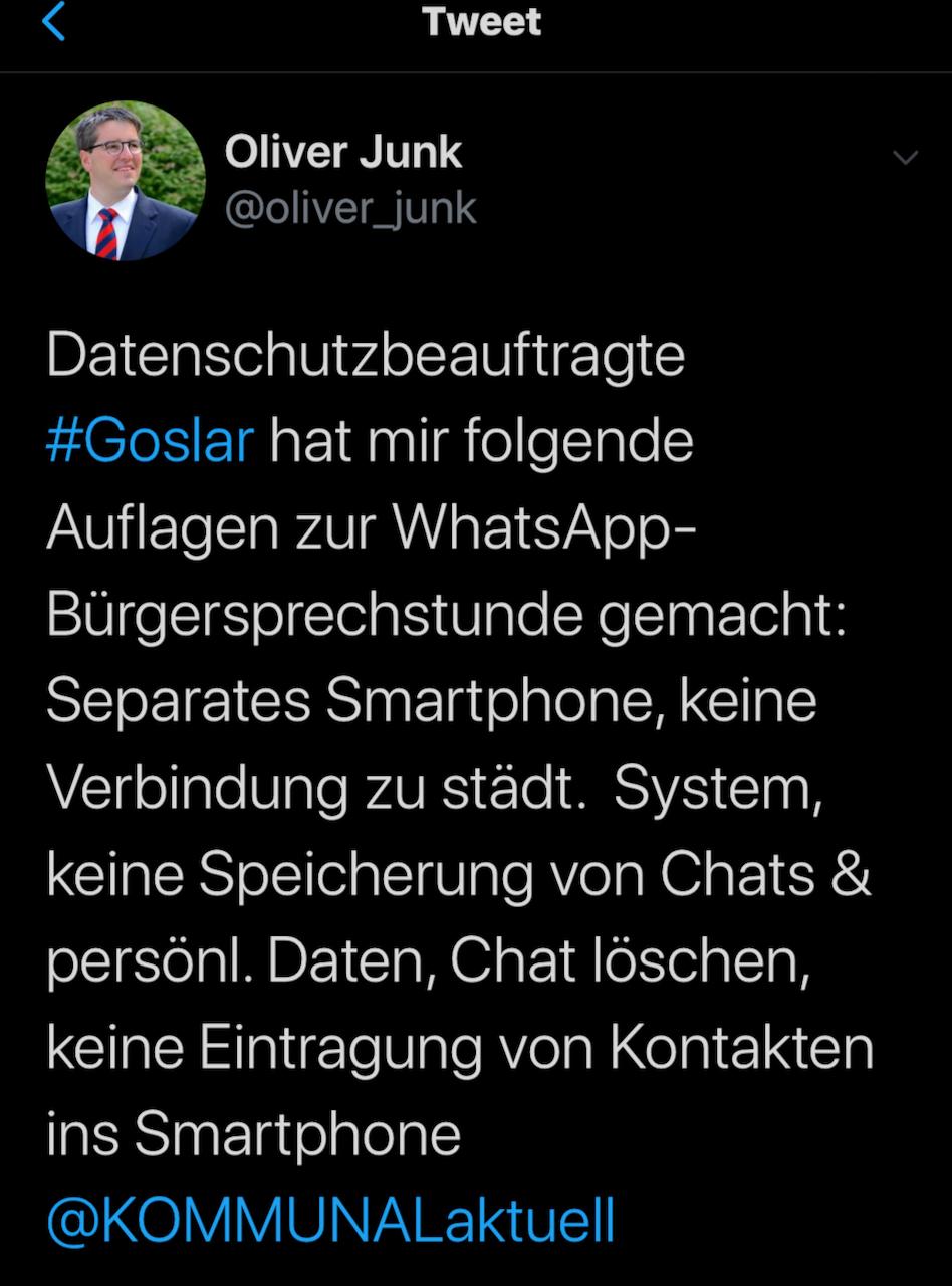 Oliver Junk gibt seine Informationen auch per Twitter gerne weiter - hier an unseren Chefredakteur Christian Erhardt (twitter.com/kommunalaktuell)