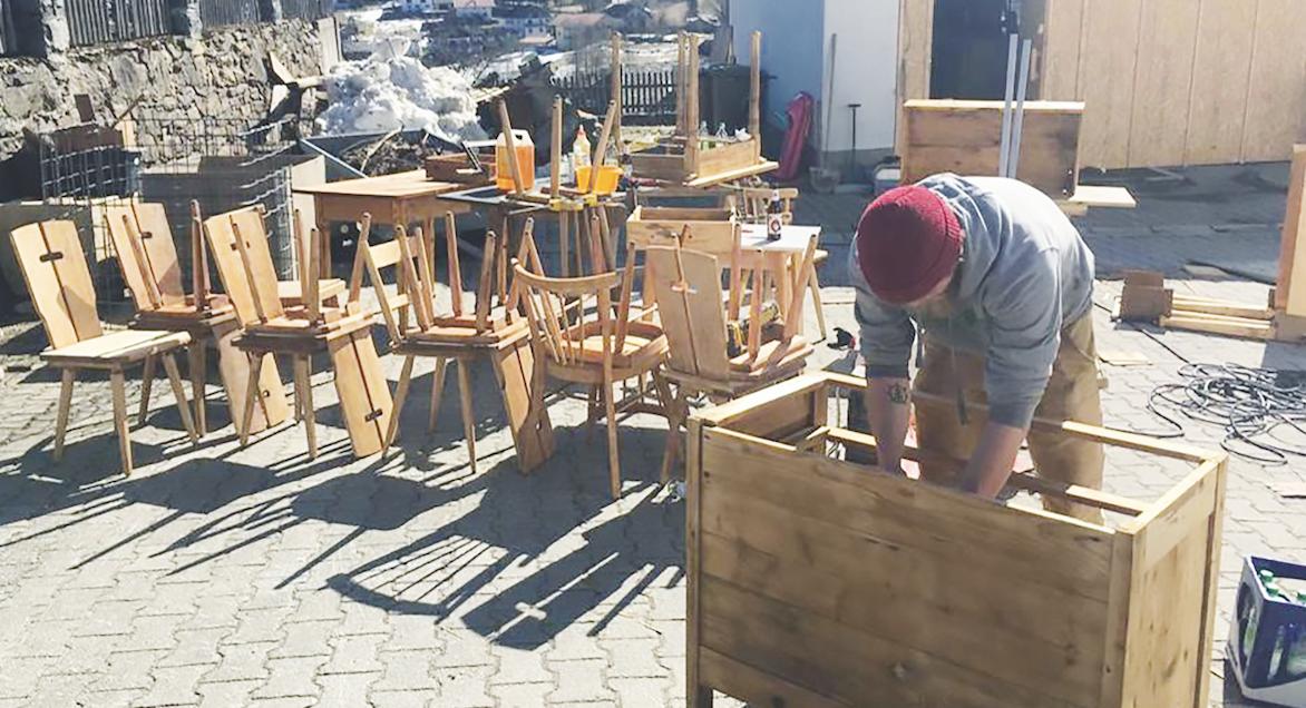 """Auch in Bodenmais passierte viel Arbeit in """"Eigenregie"""" und mit Hilfe von kleinen Handwerkern vor Ort"""