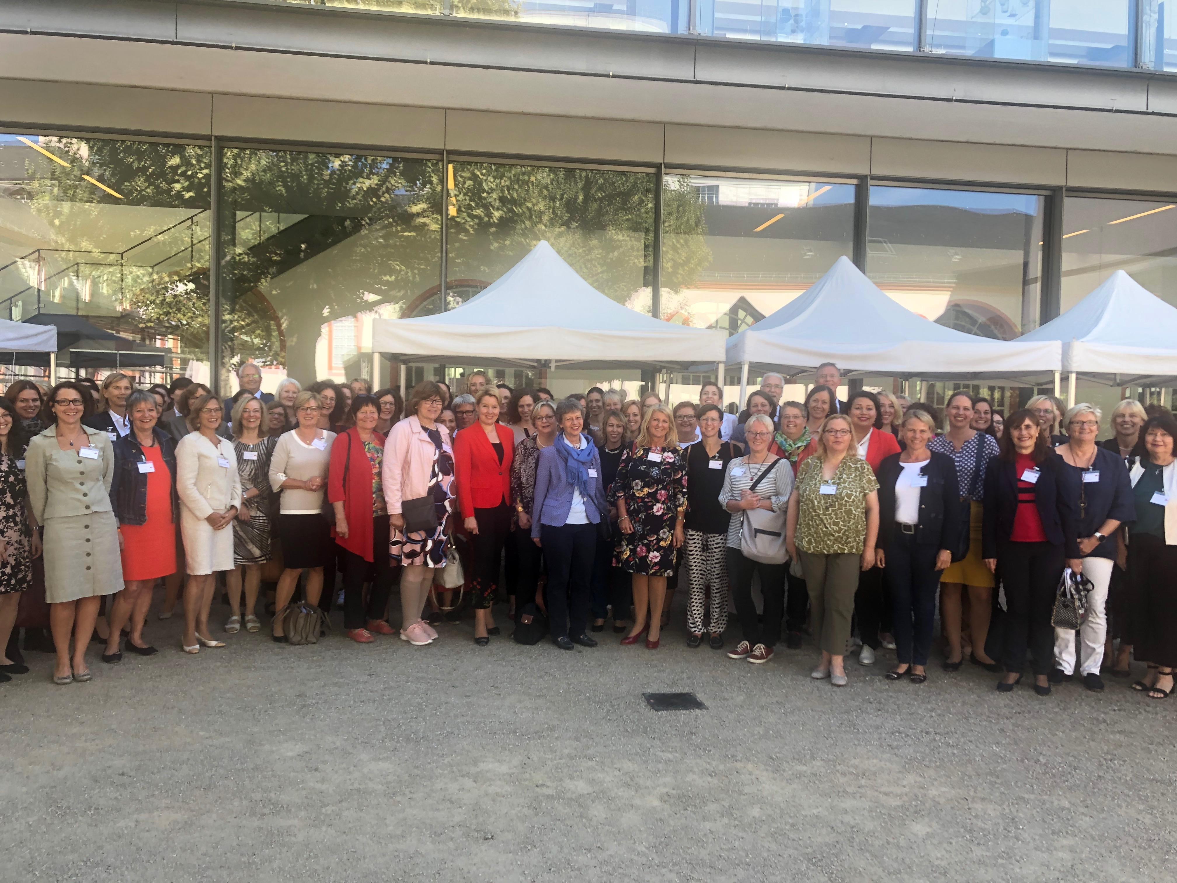 Die Teilnehmerinnen beim Frauenkongress
