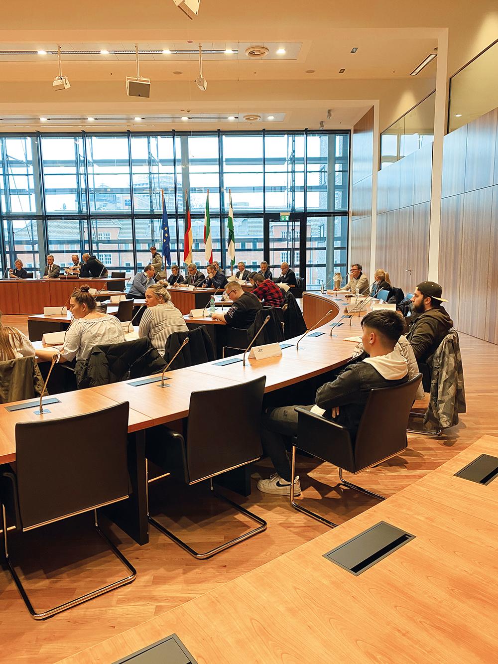 Ratssitzung letzte Reihe