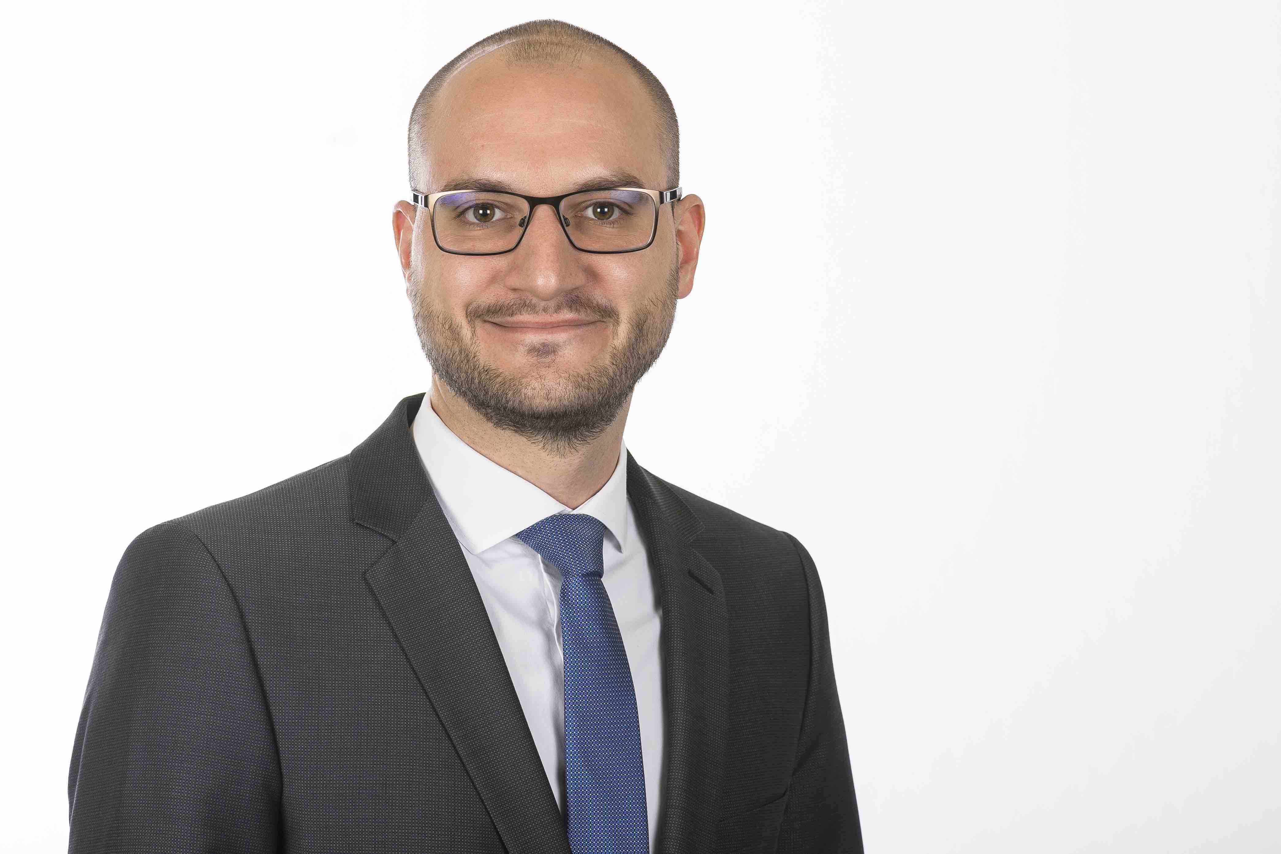 Janosch Neumann ist Rechtsanwalt für Öffentliches Recht bei der Sozietät Heinemann & Partner in Essen.
