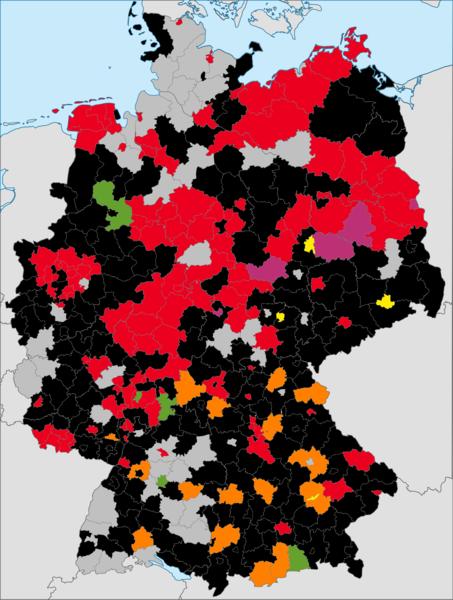 Während auf der Gemeindeebene die Parteizugehörigkeit sehr bunt gemischt ist, werden die meisten Landkreise/kreisfreien Städten von Politikern von Union oder SPD geführt